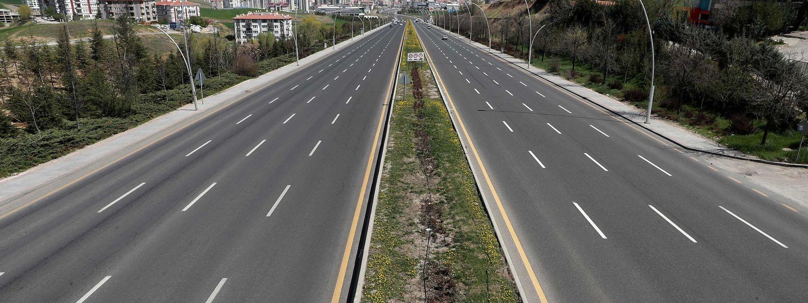 Die Straßen von Ankara sind menschenleer.
