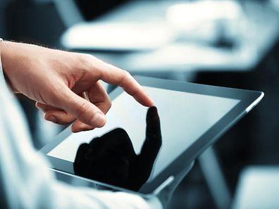 Das Bildungsministerium will die Digitalisierung in den Schulen vorantreiben und stellt den Sekundarschülern gegen eine geringe finanzielle Beteiligung Tablets zur Verfügung.
