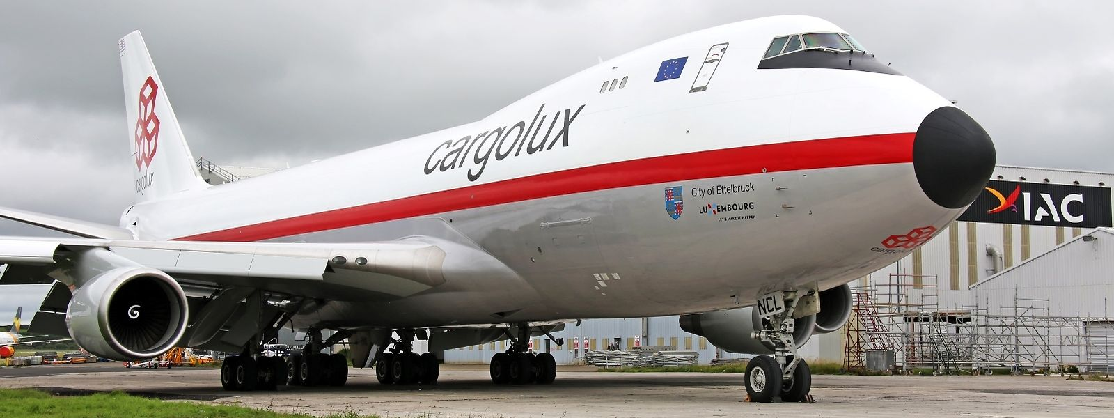 Die 747-400ERF im Retro-Look der 1970er Jahre.
