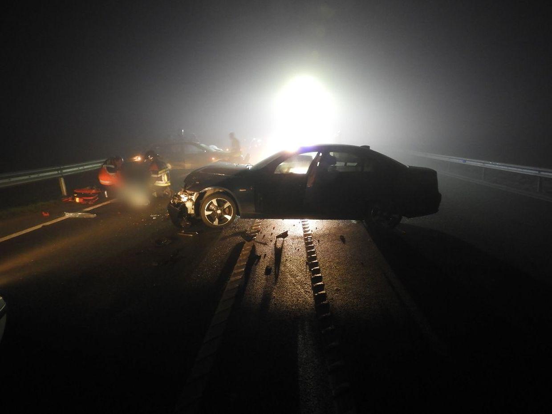 Bei dem Unfall wurden zwei Personen schwer und eine leicht verletzt.