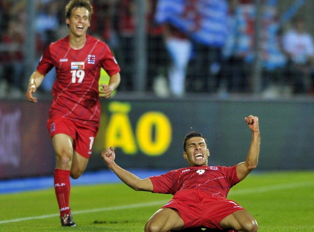 """Un grand moment dans la carrière de Daniel Da Mota: le gaucher vient de marquer contre """"son"""" Portugal en 2012, sous le regard hilare de Mathias Jänisch"""