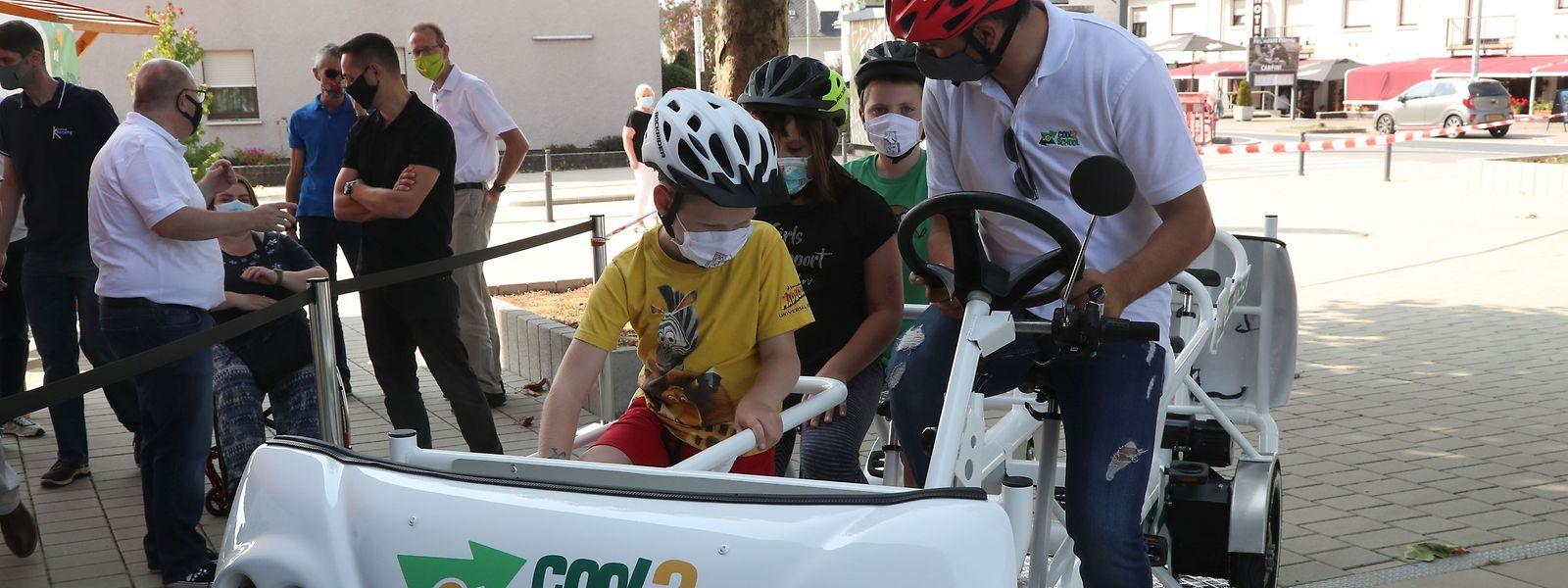 Mit Helm und Muskelkraft zur Schule. In der Gemeinde Käerjeng beschreitet man neue Wege.