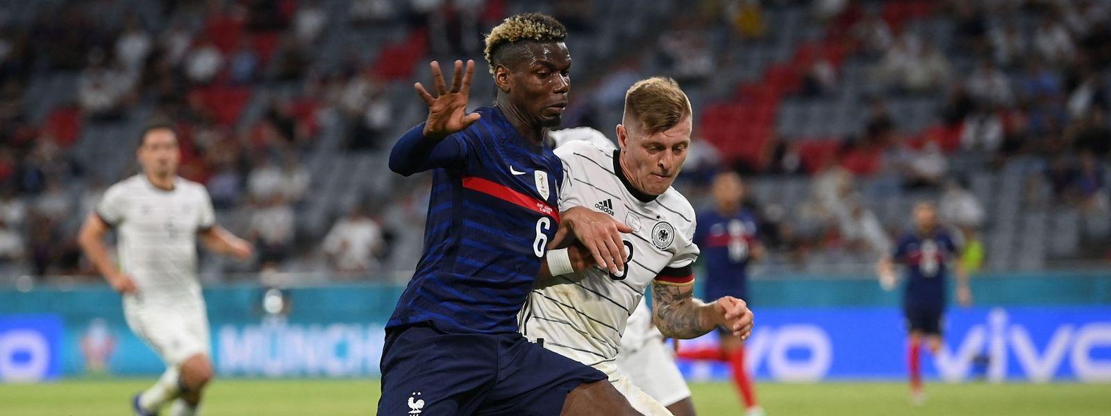 Spannende Fußball-Momente wie das Spiel Deutschland gegen Frankreich am Dienstagabend machen in einer Bar noch mehr Spaß.
