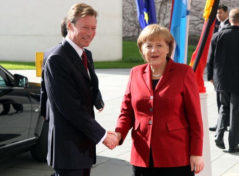 Die deutsche Kanzlerin Angela Merkel empfängt Großherzog Henri.