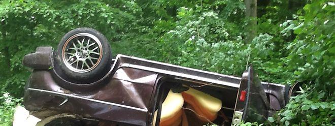 Das Auto wurde bei dem Unfall völlig zerstört, der Fahrer überlebte das Unglück nicht.