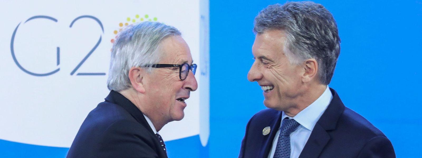 Le président argentin, Mauricio Macri accueille Jean-Claude Juncker, président de la Commission européenne.