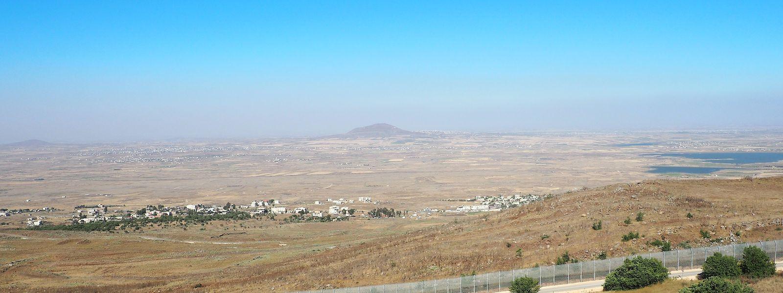 Ein Blick von den Golanhöhen aus dem israelischen Grenzgebiet ins südliche Syrien.