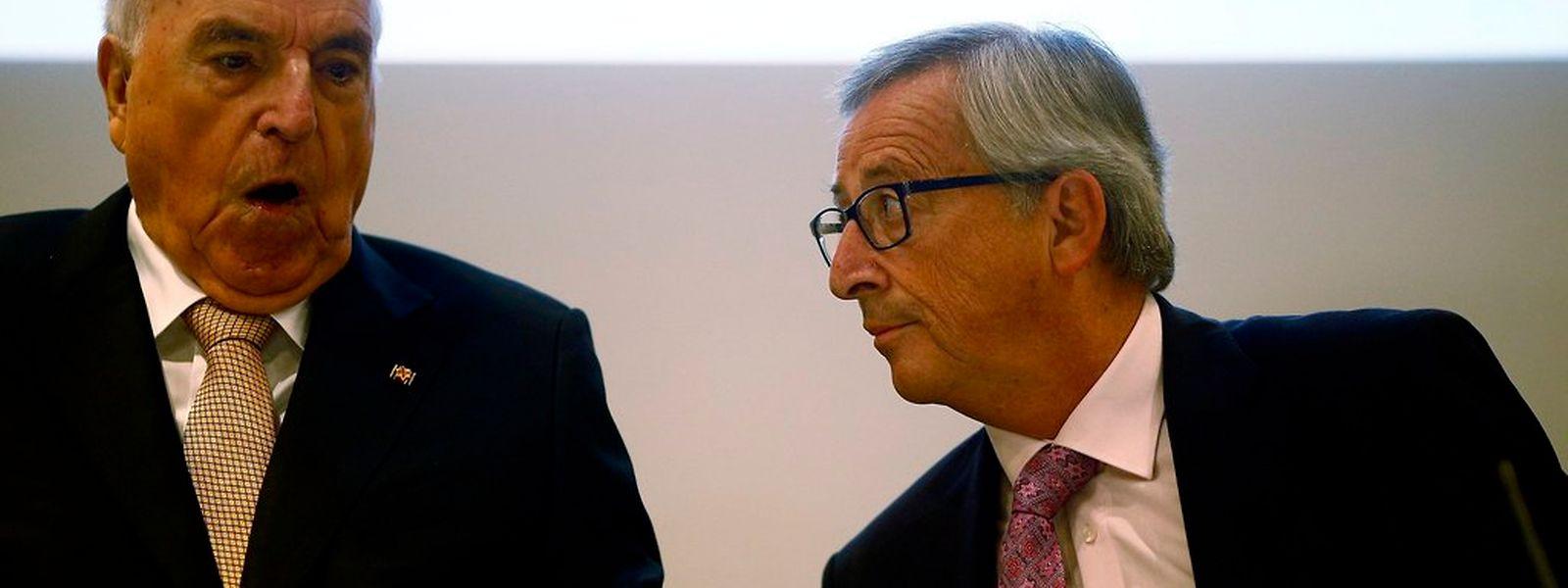 Juncker und Kohl sind immer noch Freunde. In Deutschland hält kaum noch jemand dem Altkanzler die Stange.