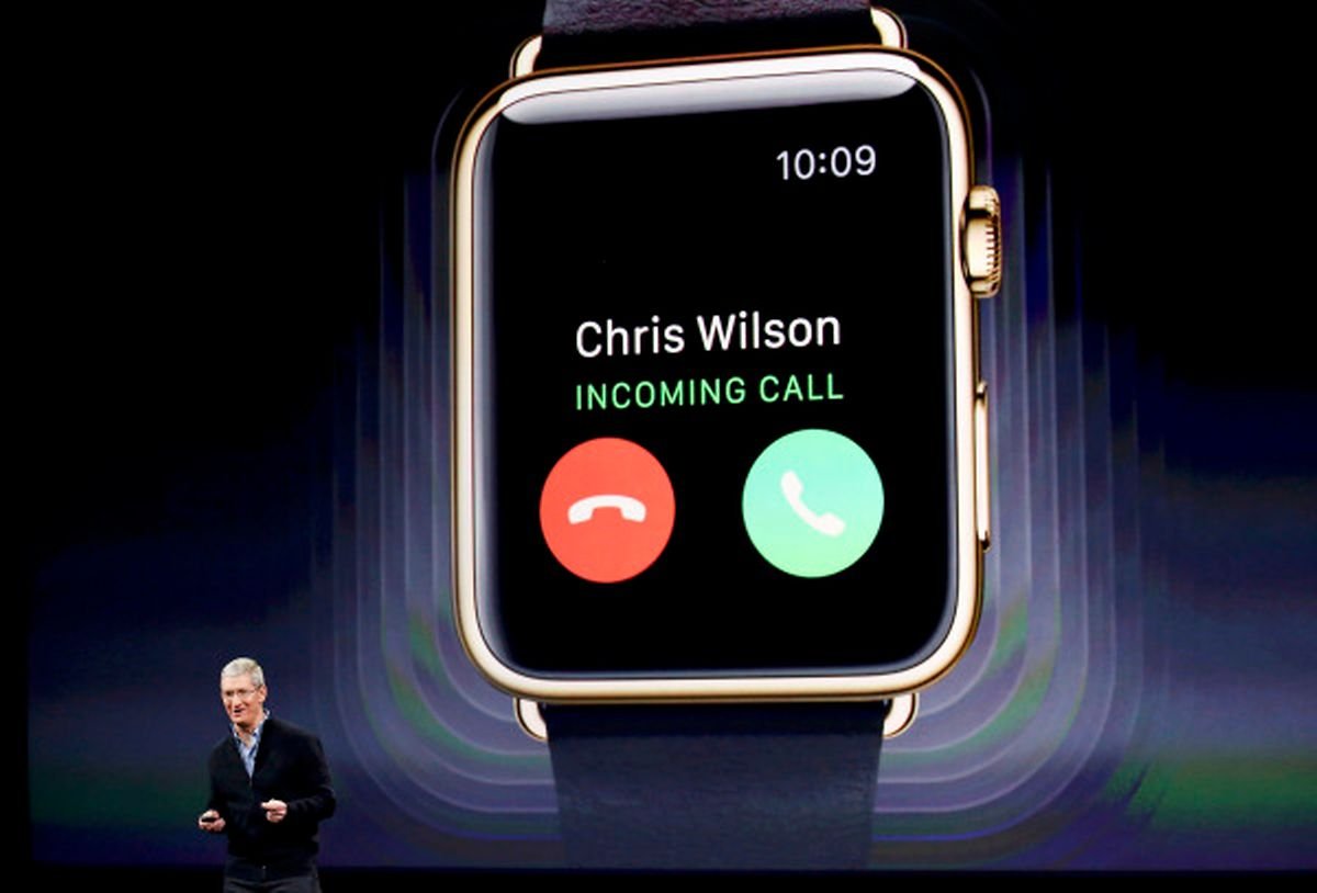 Bei einem Anruf wird die Uhr plötzlich zum Telefon.
