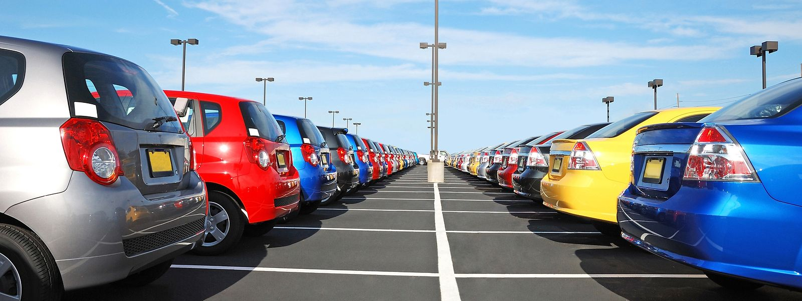 Manche Autohändler bieten ihren Kunden Kreditverträge mit ausländischen Finanzdienstleistern an.