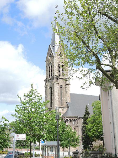 """Der Orden der Franziskaner mietete  die ST.-Heinrich-Kirche für 99 Jahre, weshalb die Kirche im Volksmund meist """"Paterkierch"""" genannt wird. Doch bereits 1955 verließen die Pater des Franziskanerordens Esch/Alzette."""