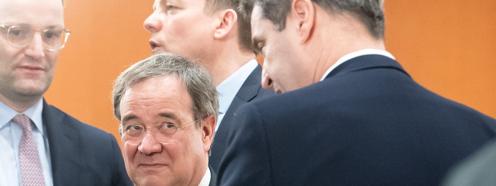 Der bayrische Ministerpräsident Markus Söder nutzt die Corona-Krise geschickt zur Eigenprofilierung - misstrauisch beäugt von Armin Laschet, der den CDU-Vorsitz anstrebt.