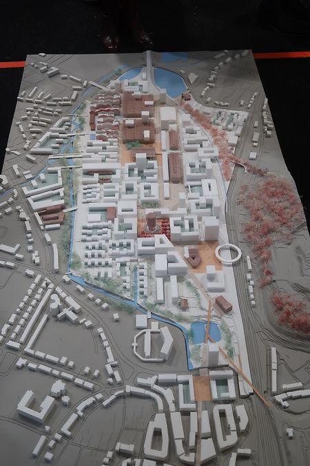 Das Modell von Team 1. Unten im Bild ist der Schlassgoart zu erkennen. Etwa in der Mitte der runde Kühlturm. Braun eingezeichnet sind historische Industriegebäude.
