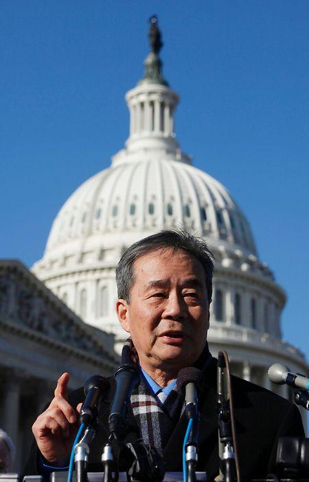 Menschenrechtsaktivist Harry Wu am 14. Januar 2014 vor dem Capitol. Er begrüsst die Entscheidung des Internetriesen Google, nicht mehr mit der chinesischen Zensurbehörde zusammenzuarbeiten.