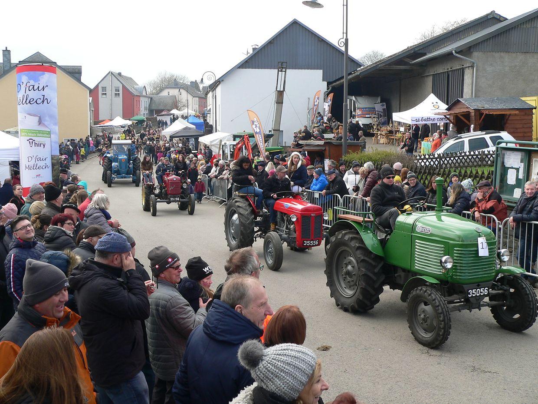 Vom Oldtimertraktor bis zur modernen Landmaschine bot der Festumzug durch Brachtenbach erneut alles, was ländliche Herzen höher schlagen lässt.