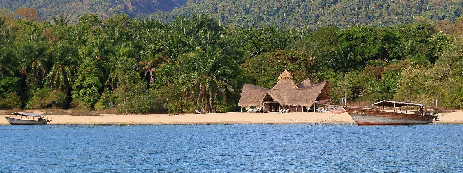Die Greystoke Mahale-Lodge von Barbara und Fabio Coccia ist an einem traumhaften Sandstrand des Tanganjika-Sees gelegen.