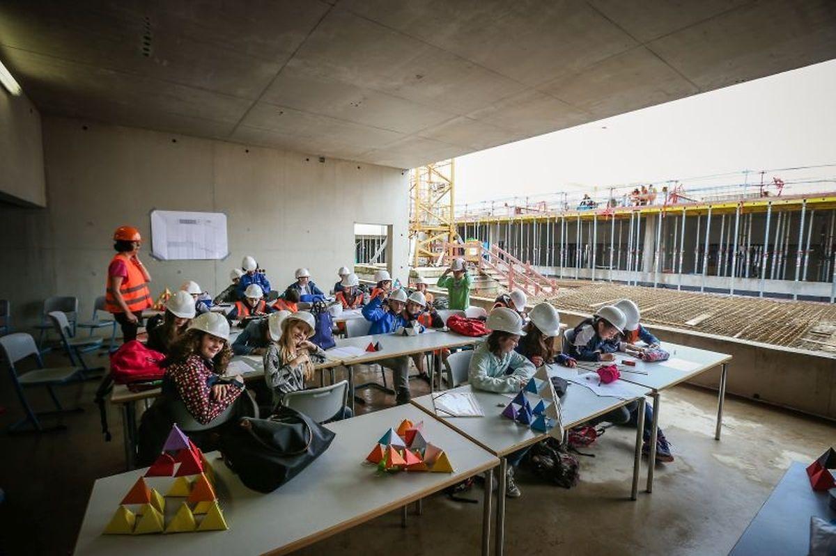 """Die 6ième Schüler aus dem """"Lycée Vauban"""" haben bereits probeweise Platz genommen."""