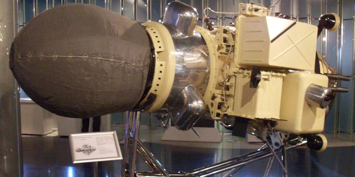 """Nachbau der Mondsonde """"Luna-9""""."""