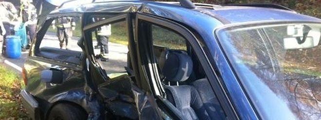 Beim Unfall nahe Scheidgen mussten die Autos abgeschleppt werden.