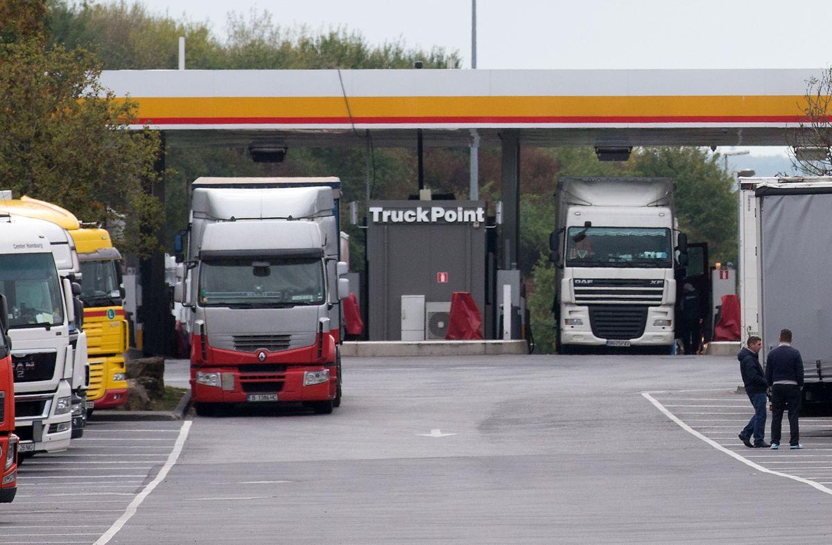 Für einen beträchtlichen teil des Dieselkonsums sind Lastwagen verantwortlich, die Luxemburg durchqueren und hier tanken.