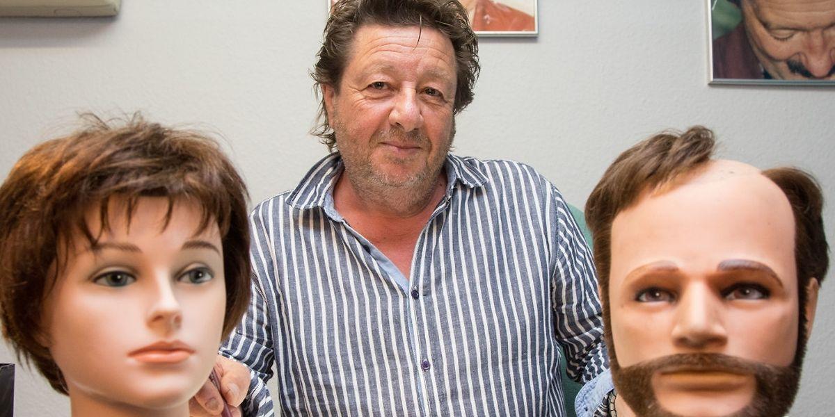 Patrick Donozan heißt im Centre Baumann in Hollerich sowohl Frauen als auch Männer mit Haarproblemen willkommen. Unterschiedliche Perücken und Haarprothesen werden dann an den Kunden angepasst.