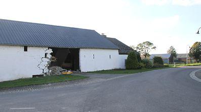 Der Unfall brachte die Mauer teilweise zum Einsturz.