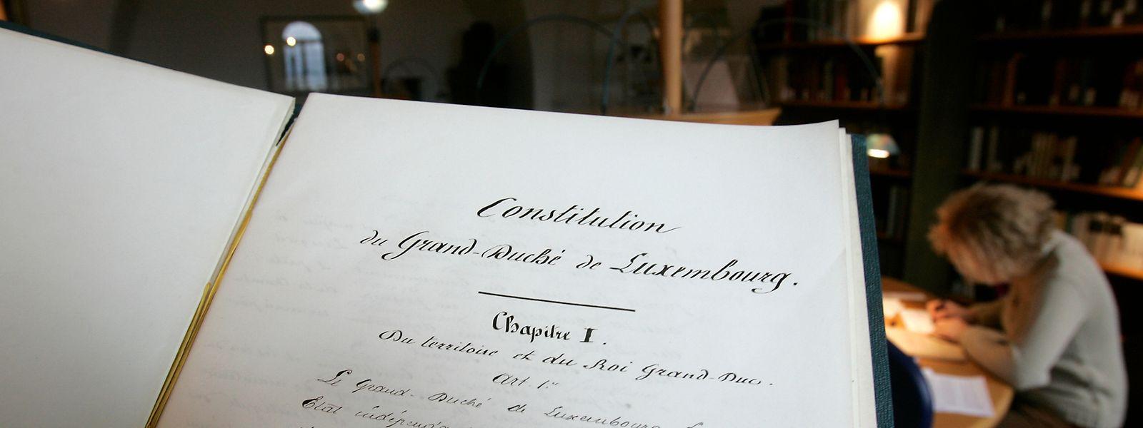 Die Verfassung von 1868 soll nun doch Gültigkeit behalten. Der Text wird aber in mehreren Etappen punktuell angepasst.