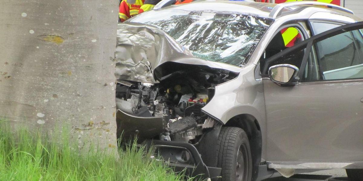 Les secours n'ont rien pu faire. Le choc a été d'une telle ampleur que le conducteur est encore mort sur les lieux de l'accident.