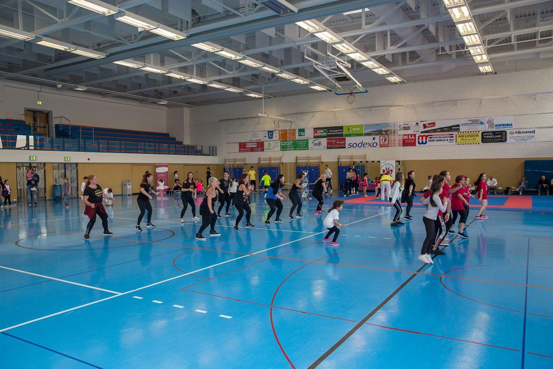 In Petingen versammelten sich hunderte Kinder und Jugendliche um an den Aktivitäten rund um die Nuit du Sport teil zu nehmen.