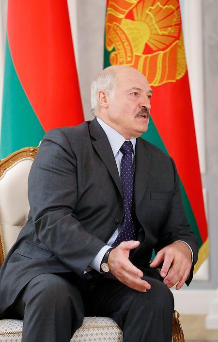 Machthaber Alexander Lukaschenko kämpft seit den höchst umstrittenen Präsidentschaftwahlen aus dem vergangenen Jahr mit allen Mitteln gegen die belarussische Opposition und scheut dabei keine Gewalt.
