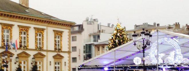 La patinoire Knuedler on Ice face à l'hôtel de ville sur la place Guillaume II