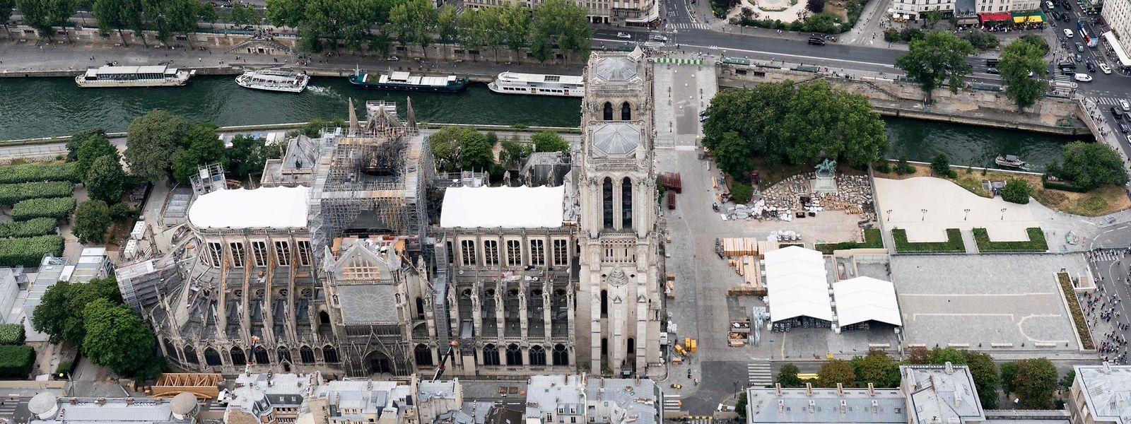 Quatre mois après l'incendie, le chantier de Notre-Dame doit reprendre le 12 août, non sans de nouvelles mesures de protection des riverains et des personnels travaillant sur le site.