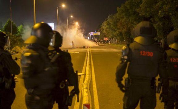 In Heidenau war es mehrfach zu Ausschreitungen zwischen der Polizei und rechtsradikalen Demonstranten gekommen.