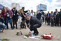 Head of the EU Delegation in Belarus Dirk Schuebel lays flowers at the site where a protester died on August 10, in Minsk on August 13, 2020. - Crowds of people in the Belarusian capital Minsk on August 13 formed human chains as protesters continued a peaceful wave of demonstrations against a police crackdown after a disputed presidential election. (Photo by Sergei GAPON / AFP)
