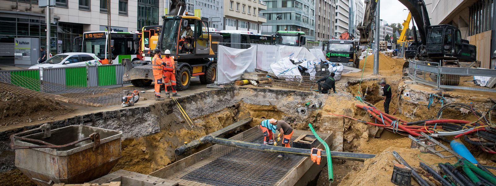 Arbeiter haben längs der Trambaustelle Überreste von Festungsmauern gefunden.