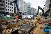 Um Boulevard Royal sinn Festungsiwerreschter fonnt ginn bei Tramsaarbechten  - Foto: Pierre Matgé/Luxemburger Wort