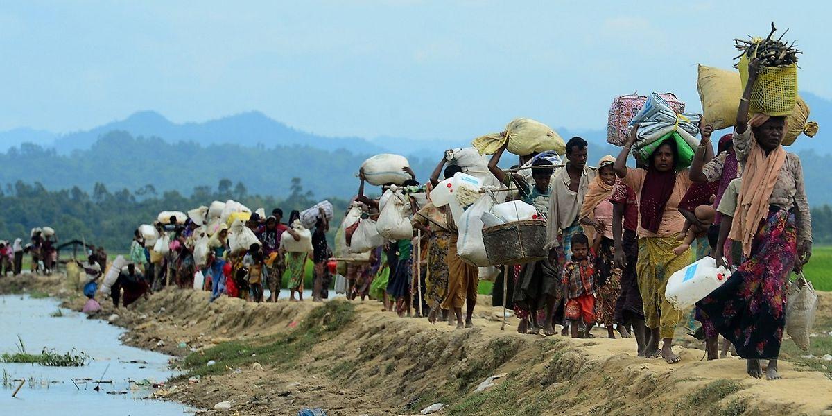 Rohingya-Flüchtlinge auf ihrer langen und ungewissen Reise nach Bangladesch.