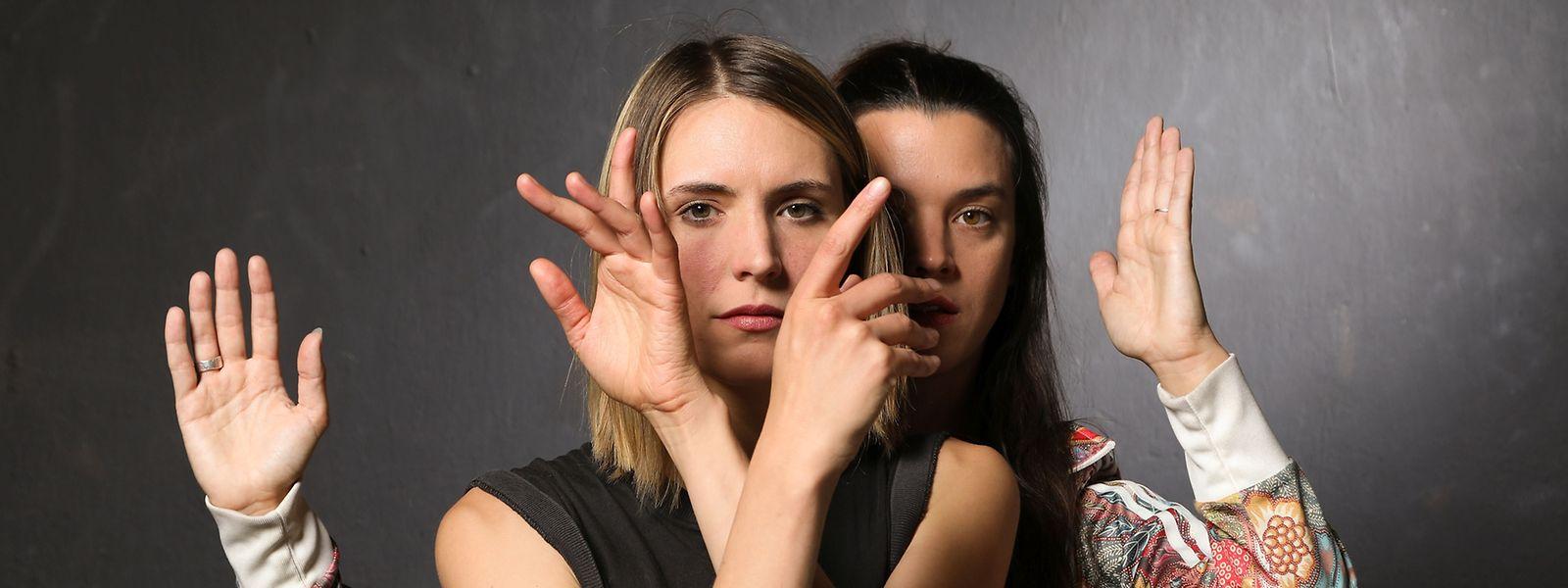 Tania Soubry (v.) und Cathrine Elsen arbeiten an einer Performance an den Schnittstellen von Gesang und Tanz.