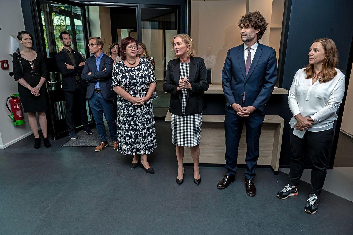 An der Einweihung nahmen die Präsidentin des Cercle des médecins généralistes, Dr. Stéphanie Obertin (von rechts nach links), der Generalsekretär der Ärztevereinigung, Dr. Guillaume Steichen, Gesundheitsministerin Paulette Lenert (LSAP) und die Bürgermeisterin der Gemeinde Sassenheim, Simone Asselborn-Bintz, teil.