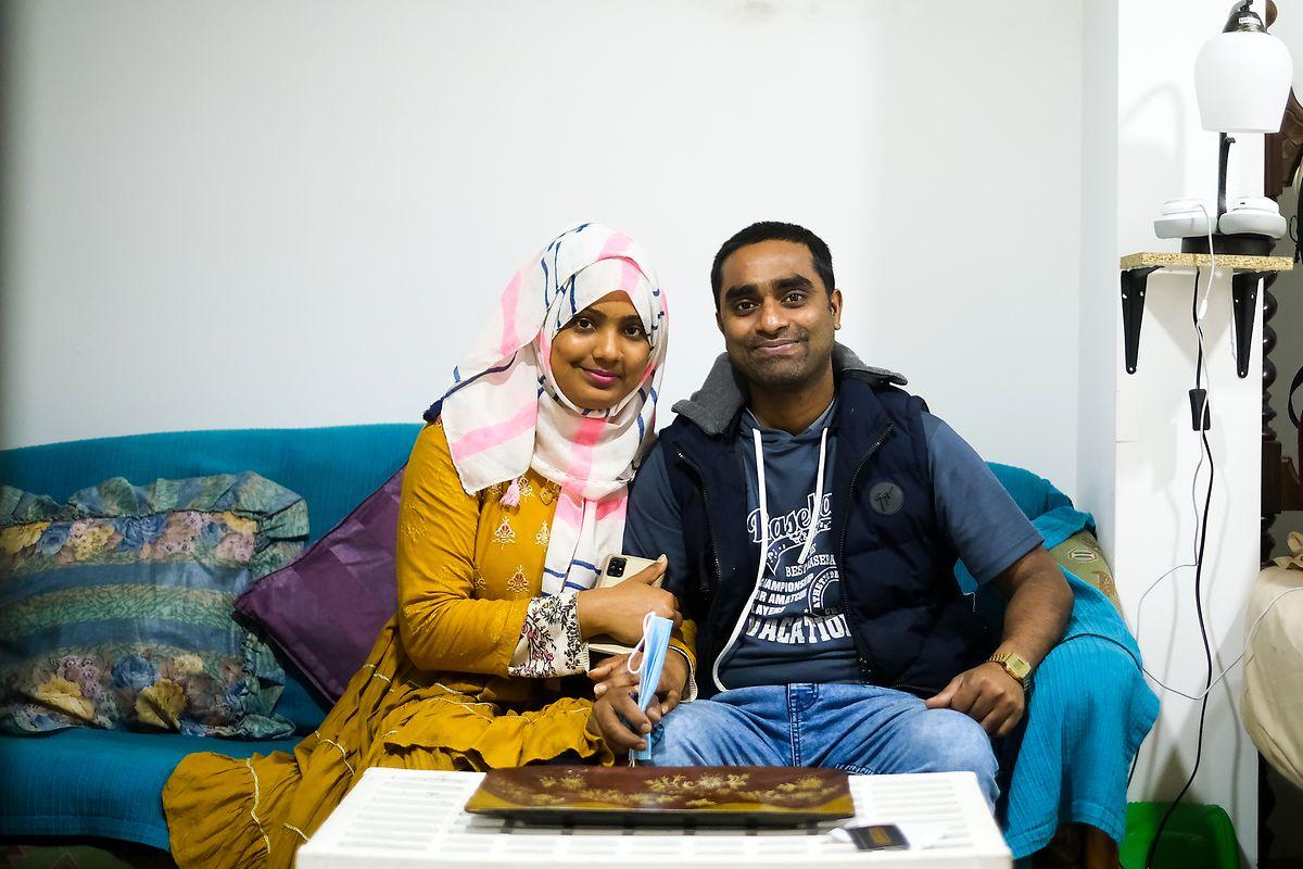 Siuli Khanom e Ali Hossain na sua casa improvisada, no andar de baixo do estabelecimento