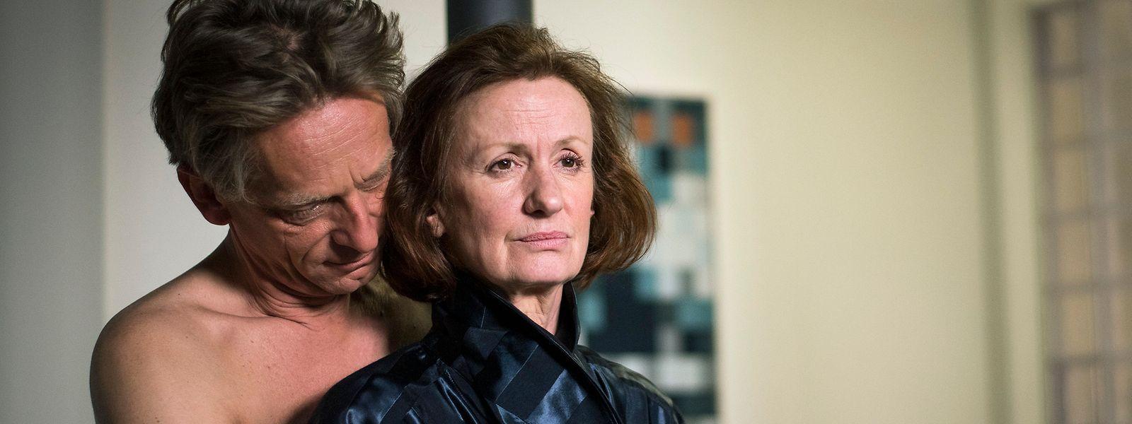 Spannender Saisonbeginn: Anna (Irene Fischer) steht zwischen den Fronten. Als sie von ihrem Lover Wolf Lohmaier (Michael Müller-Reisinger) erfährt, dass ausgerechnet er hinter dem Kauf des Hofes der Lindenstraße Nr. 3 steckt, ist sie irritiert.