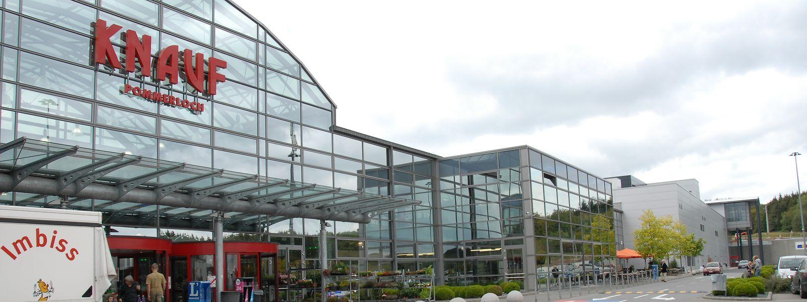 Am frühen Donnerstagmorgen wurde das Shopping Center Knauf in Huldingen überfallen. Auf diesem Foto: Das Shopping Center Knauf im Pommerloch.