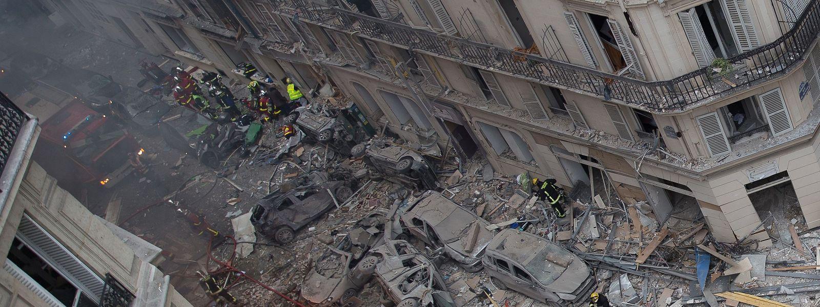 O corpo de uma mulher foi encontrado nos escombros, elevando para quatro o número de vítimas mortais.