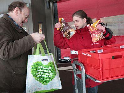 """Währenddem bei Cactus die Einkaufswaren gegen Bezahlung nach Hause geliefert wurden, bietet Auchan einen Pick-up-Service an, den sogenannten """"Auchan Drive""""."""
