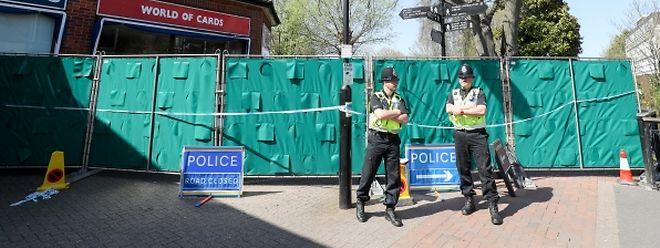 Die britischen Behörden dekontaminieren Orte, an denen sich der Doppelagent Skripal und seine Tochter am Tag des Giftattentats in Salisbury aufgehalten haben. Experten des britischen Umweltministeriums zufolge könnten sich weiterhin gefährliche Mengen des Nervengifts Nowitschok an bestimmten Orten in Salisbury befinden.