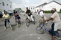 04.06.08  initiation au velo pour adultes, veloinitiative, velomobil, cours de velo pour adultes,  photo: Marc Wilwert