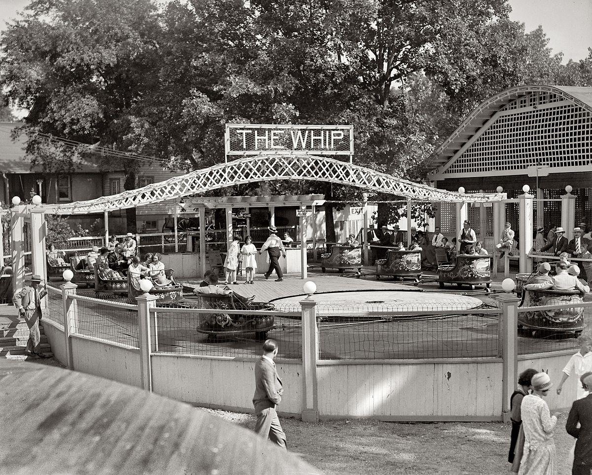 Le Whip en 1927 dans un parc d'attractions américain