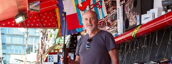 """Jean-Louis Houlier betreibt auf der """"Schueberfouer"""" den Schießstand """"Super Music""""."""