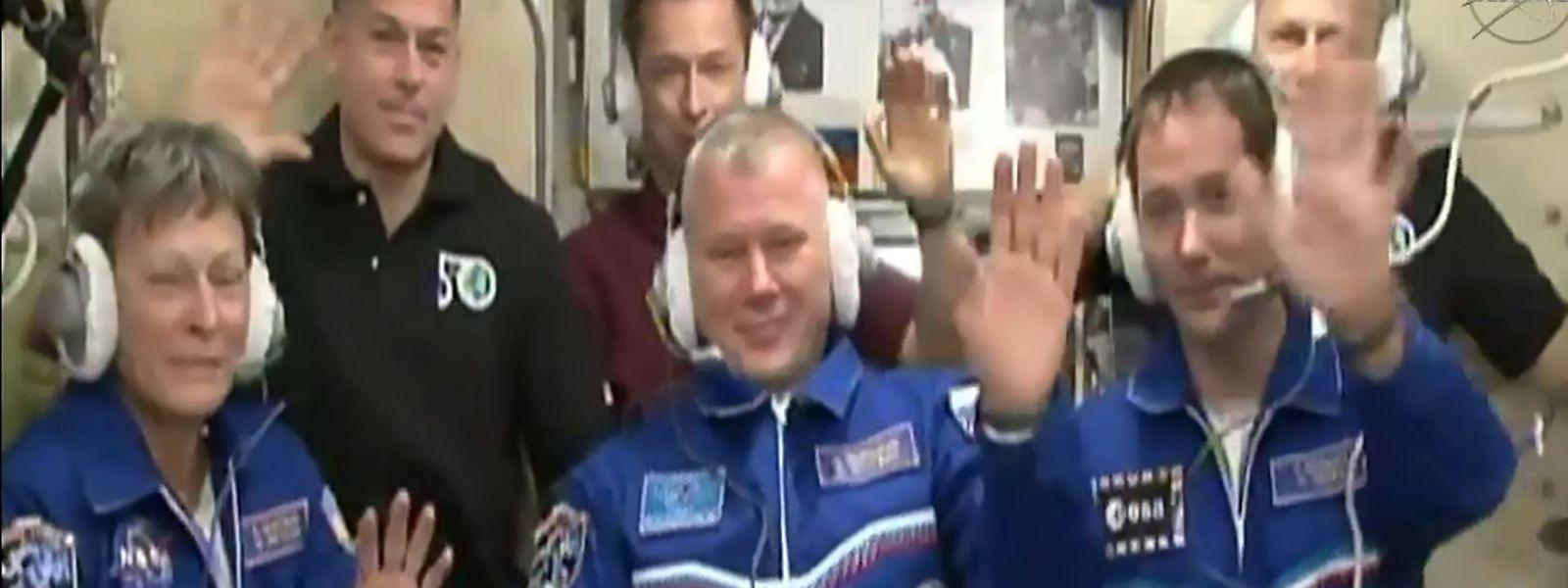 Gruß von der ISS-Raumstation auf die Erde.