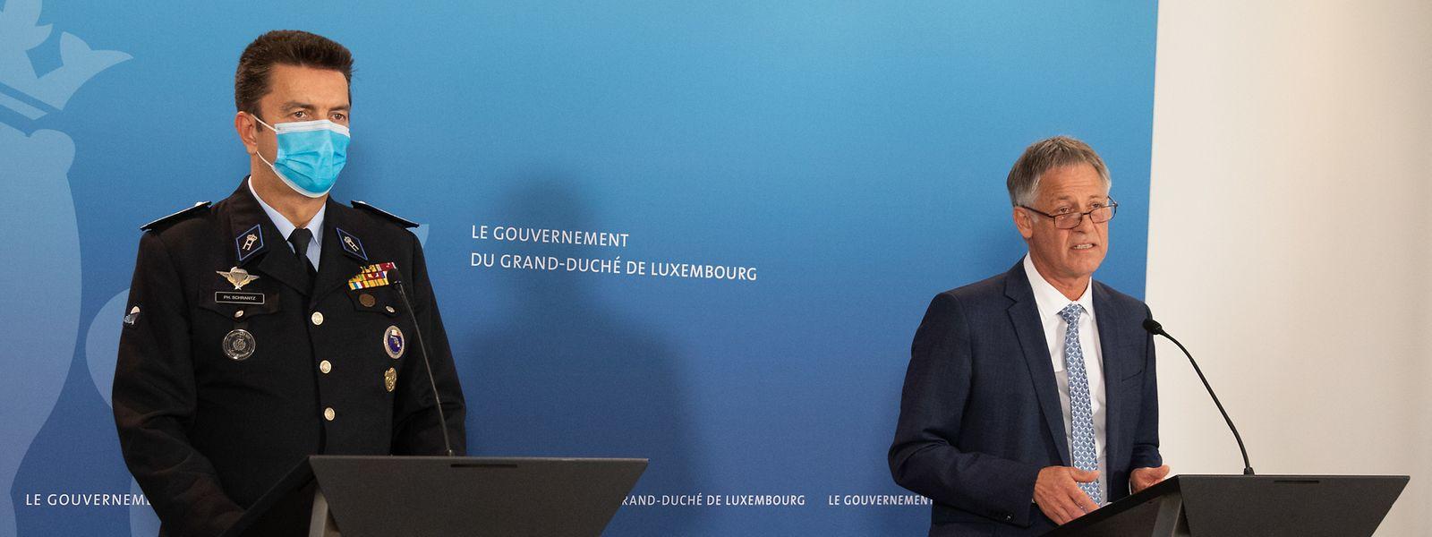 Henri Kox, ministre de la Sécurité intérieure, et Philippe Schrantz, directeur général de la police, détaillent ce jeudi les mesures de contrôle des nouvelles mesures sanitaires adoptées par la Chambre.